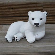 Jääkarhunpentu patsas, betonipatsas