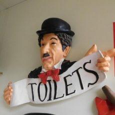 Chaplin, toilets taulu, oikea suunta