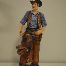 Cowboy patsas, kuvattu edestä