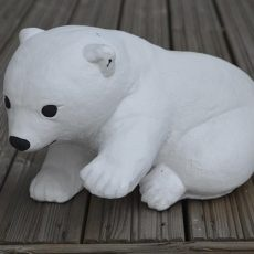 Jääkarhunpentu patsas, betonipatsas, valkoinen