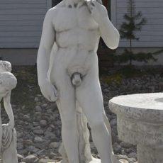 Miespatsas, David, betonipatsas, klassinen adonis, kuvattu edestä
