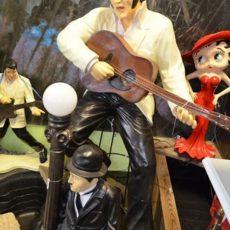 Elvis ja kitara patsas, Elvis soittaa kitaraa, miespatsas