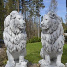 Leijonapatsaat, Betonipatsaat, seisovat jalustalla