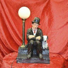 Chaplin ja koira valaisin, kaverukset