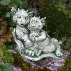 Baby Dragon patsas, betonipatsas, sylikkäin