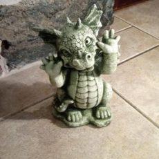 Baby Dragon patsas, betonipatsas, hauska patsas