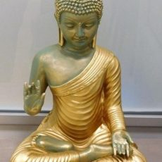Buddhapatsas, kullattu asu kuvattu edestä