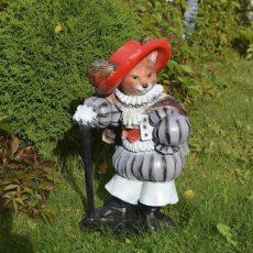 Saapasjalkakissapatsas, kuvattu puutarhassa