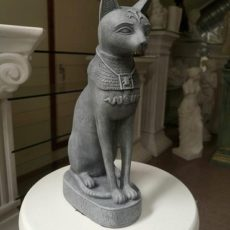 Kissapatsas Bastet, harmaa, kuvattu edestä