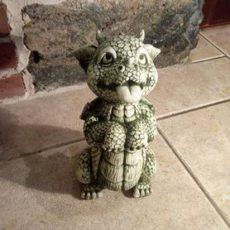 Baby Dragon patsas, betonipatsas, vekkuli