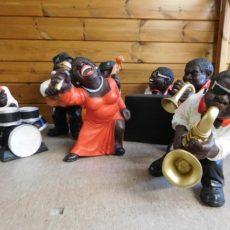 Jazz bändi patsas, kuvattu edestä