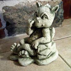 Baby Dragon patsas, betonipatsas