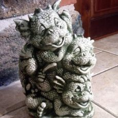 Baby Dragon patsas, betonipatsas, äidin kanssa