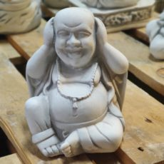 Buddhapatsas, kädet korvilla