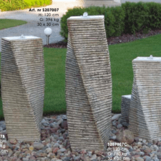 Suihkulähde, betonipatsas, pylväät