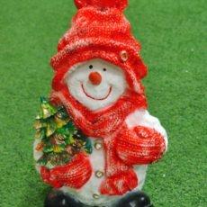 Lumiukkopatsas ja kuusi, punainen